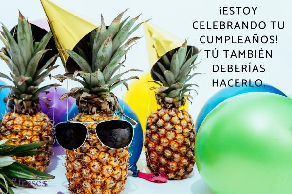 Frases de cumpleaños graciosas - ¡Estoy celebrando tu cumpleaños! Tú también deberías hacerlo.