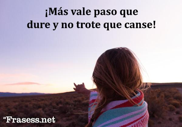 Frases mexicanas con significado - Más vale paso que dure y no trote que canse.