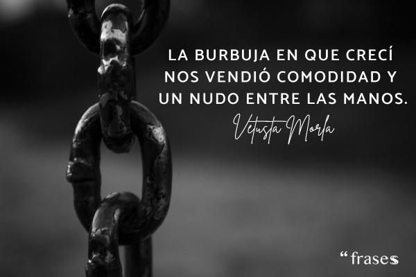 Frases de Vetusta Morla - La burbuja en que crecí nos vendió comodidad y un nudo entre las manos.