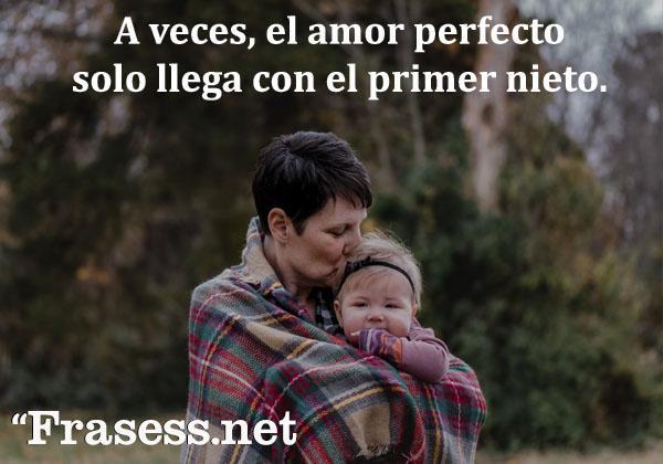 Frases para abuelos - A veces, el amor perfecto solo llega con el primer nieto.