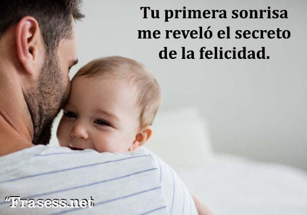 Frases de un padre a su hija - Tu primera sonrisa me reveló el secreto de la felicidad.