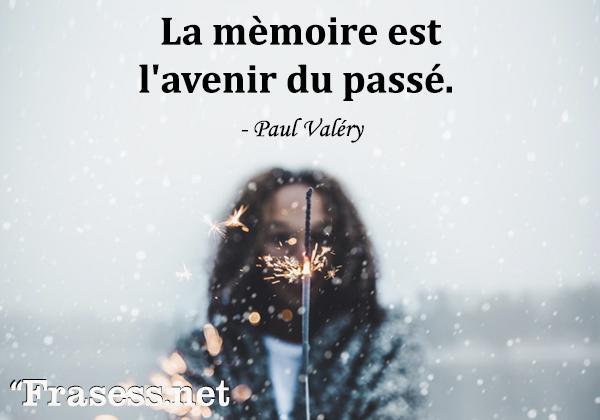 Frases de amor en francés traducidas - La mèmoire est l'avenir du passé. (La memoria es el futuro del pasado).