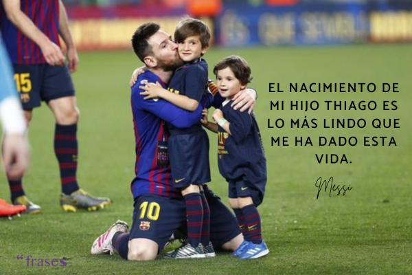 Frases de Messi - El nacimiento de mi hijo Thiago es lo más lindo que me ha dado esta vida.