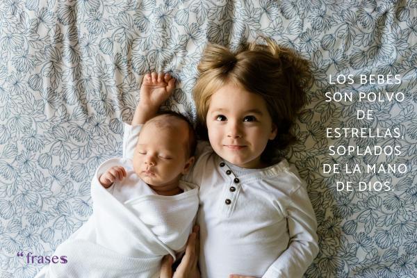 Frases para un recién nacido - Los bebés son polvo de estrellas, soplados de la mano de Dios.