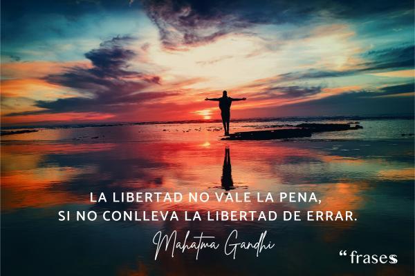 Frases de errores - La libertad no vale la pena, si no conlleva la libertad de errar.