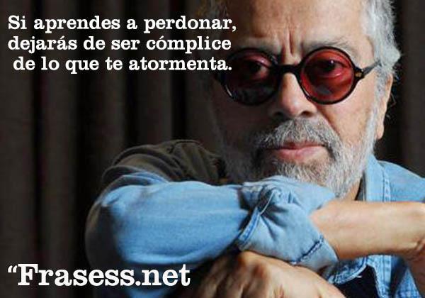 Frases de Facundo Cabral - Si aprendes a perdonar, dejarás de ser cómplice de lo que te atormenta.