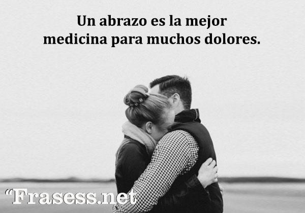 Frases de abrazos - Un abrazo es la mejor medicina para muchos dolores.