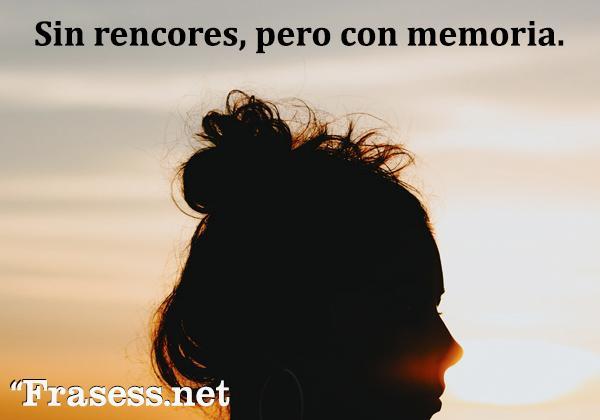 Frases chidas cortas - Sin rencores, pero con memoria.