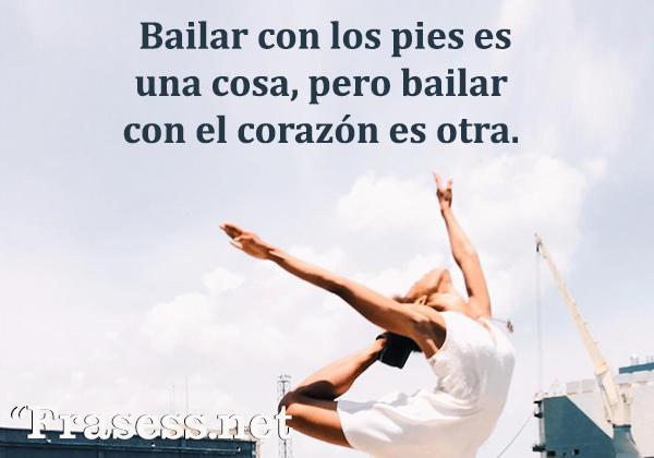 Frases de baile - Bailar con los pies es una cosa, pero bailar con el corazón es otra.
