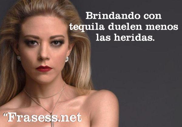 Frases de Mónica Robles (con imágenes) - Brindando con tequila duelen menos las heridas.
