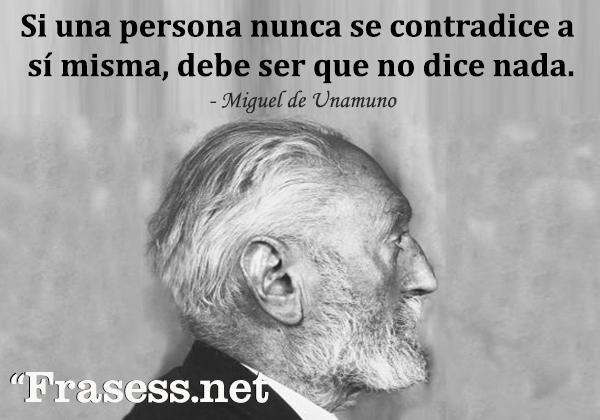 Frases de Miguel de Unamuno - Si una persona nunca se contradice a sí misma, debe ser que no dice nada.