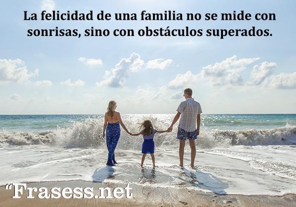 Frases de familia desunida - La felicidad de una familia no se mide con sonrisas, sino con obstáculos superados.