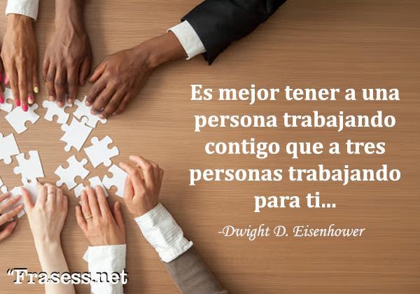 Frases de motivación laboral - Es mejor tener a una persona trabajando contigo que a tres personas trabajando para ti.