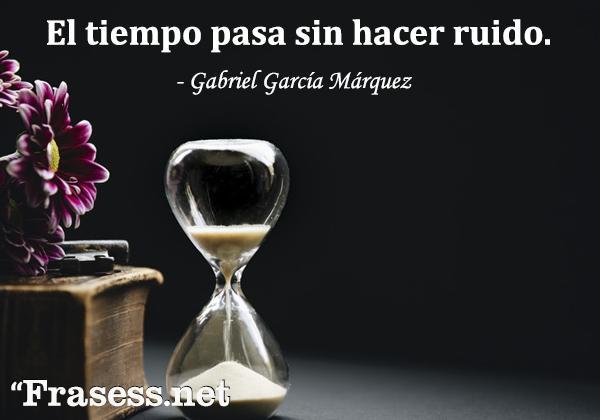 Frases de Gabriel García Márquez - El tiempo pasa sin hacer ruido.