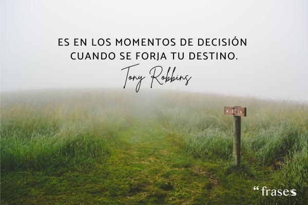 Frases de objetivos personales - Es en los momentos de decisión cuando se forja tu destino.