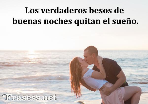 Frases de besos - Los verdaderos besos de buenas noches quitan el sueño.