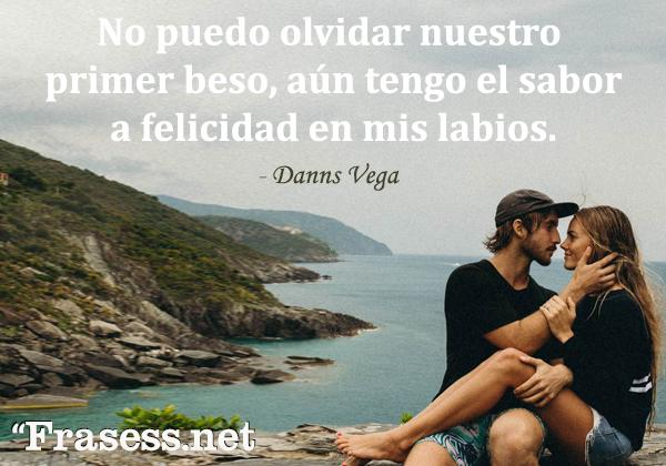 Frases de besos - No puedo olvidar nuestro primer beso, aún tengo el sabor a felicidad en mis labios.
