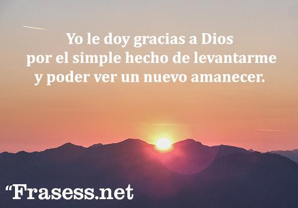 Frases cristianas cortas - Yo le doy gracias a Dios por el simple hecho de levantarme y poder ver un nuevo amanecer.