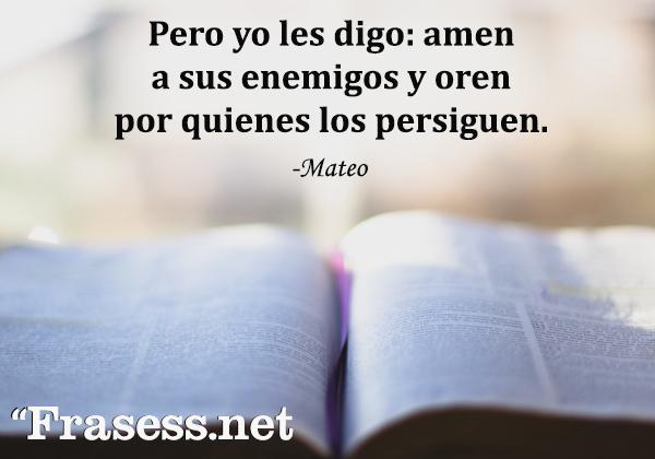Frases de la Biblia para inspirarse - Pero yo les digo: Amen a sus enemigos y oren por quienes los persiguen.