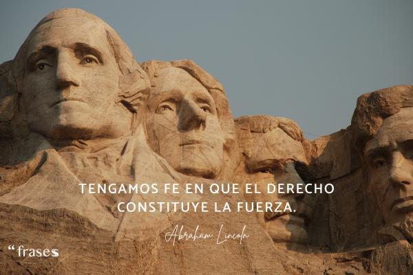 Frases célebres de Abraham Lincoln - Tengamos fe en que el derecho constituye la fuerza.