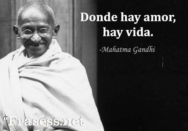 Frases de Gandhi - Donde hay amor, hay vida.