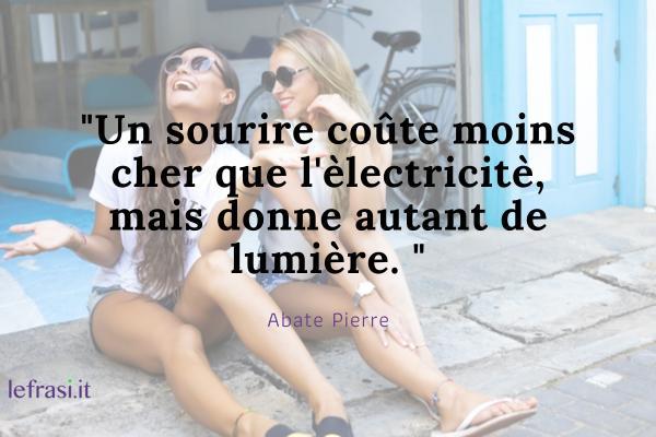 Frasi d'amore in francese - Un sourire coûte moins cher que l'èlectricitè, mais donne autant de lumière.